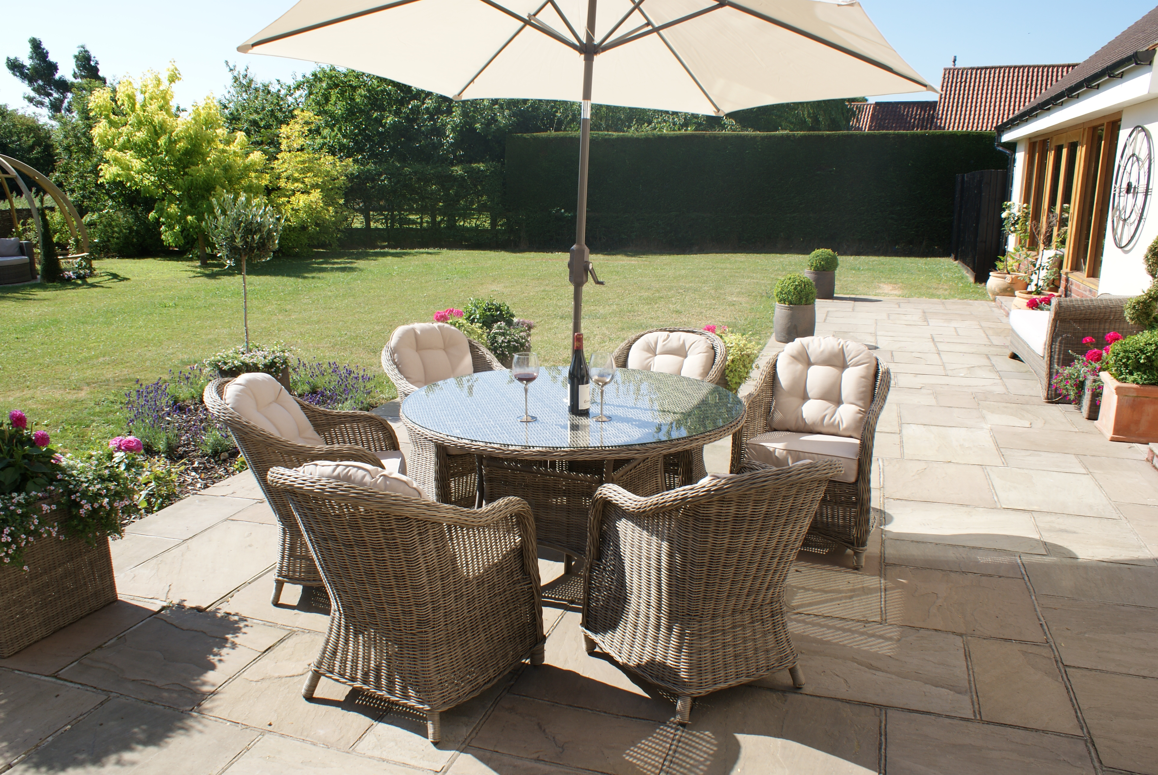 Winchester 6 Seat Round Dining Set