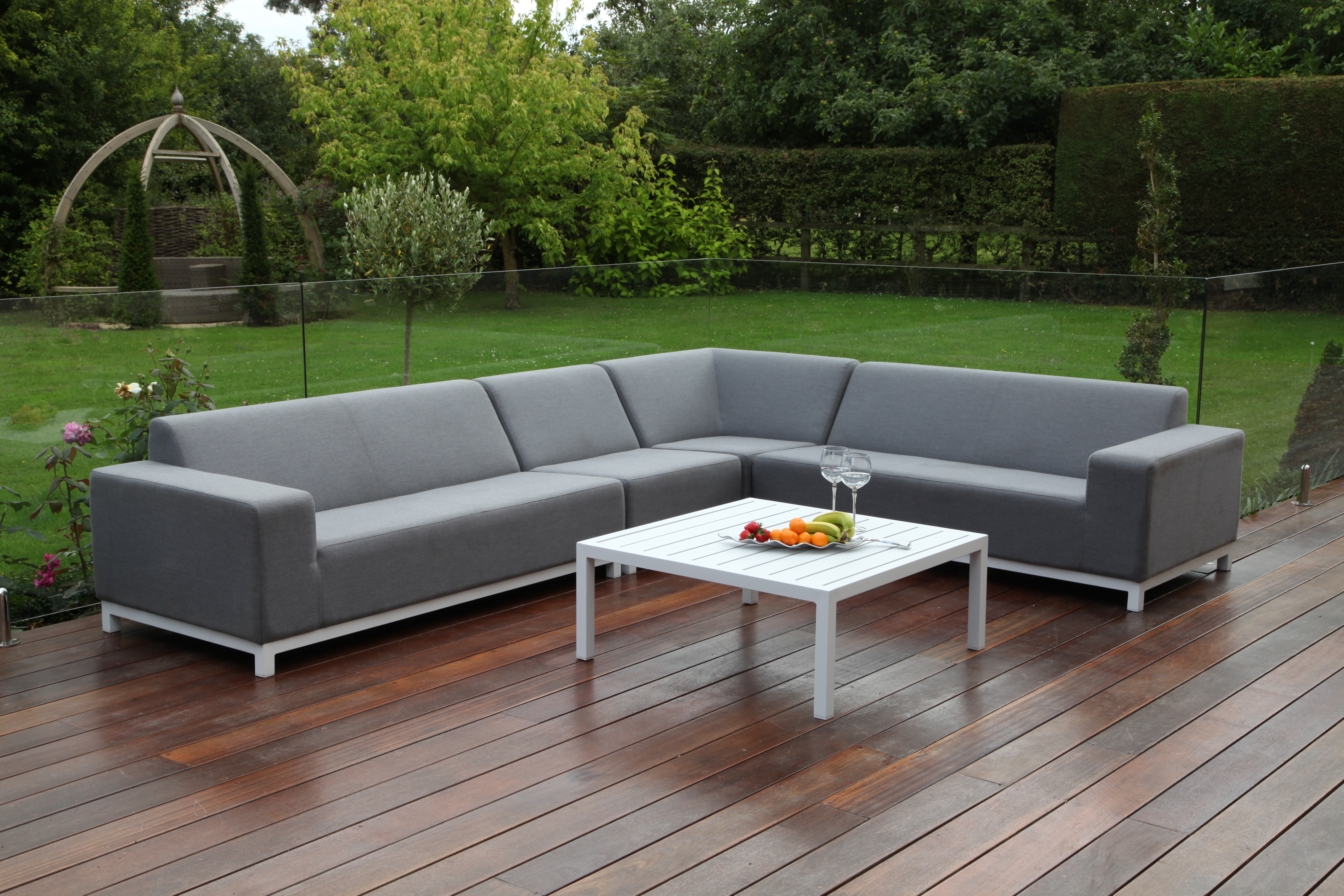 Maze Large Corner sofa with Square Table