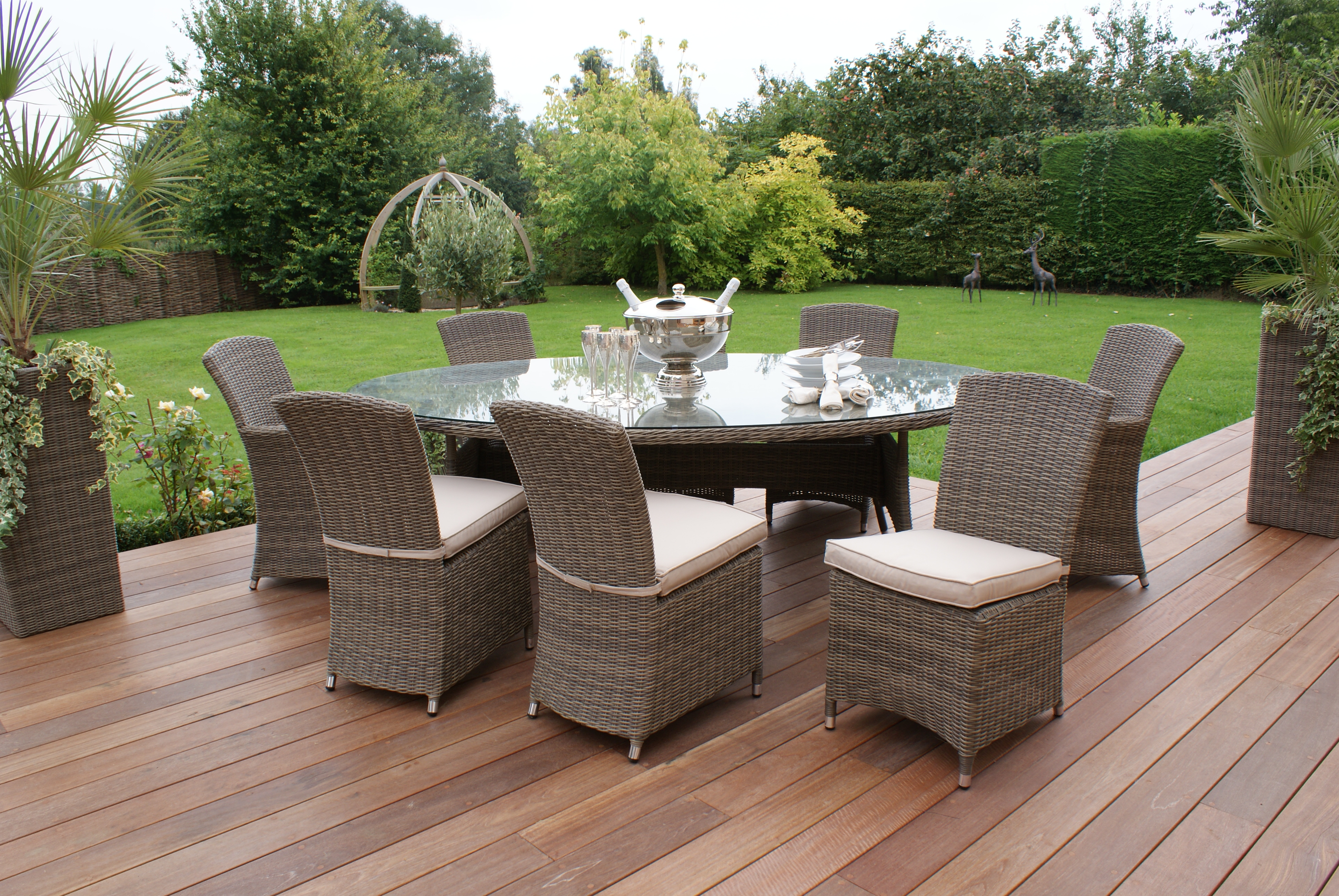 Winchester Oval Table with 2 Carver and 6 Armless Chairs